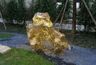 广场灯光雕塑,镂空吹焊工艺,灯光变幻产生的光影艺术