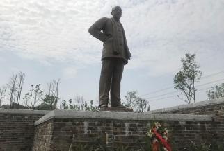"""长沙田汉文化公园""""田汉先生主题雕塑"""""""
